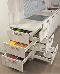 56 Clever Way Decorate Kitchen Cabinet Organization Design-Ideen 56 Clever Way Decorate Kitchen Cabinet Clever Modern Kitchen Cabinet Take Some for Your IdeasAmazingly Clever Storage and Organization Ideas Pretty Kitchen Cabinet Organization Ideas Kitchen Cabinet Organization, Kitchen Drawers, Kitchen Storage, Kitchen Cabinets, Corner Drawers, Corner Storage, Cabinet Ideas, Cabinet Decor, Storage Drawers