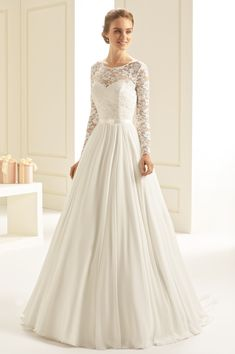 robe de mariée bohème manches en dentelle