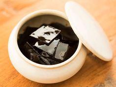 上品な甘辛さで、白いご飯が止まらなくなってしまうほどおいしい「塩昆布」。実はそんな塩昆布が自宅で簡単に作れてしまうことをご存知ですか?しかも、一度作れば冷蔵庫で約1ヵ月も保存可能なんです!ぜひ作ってみてくださいね。