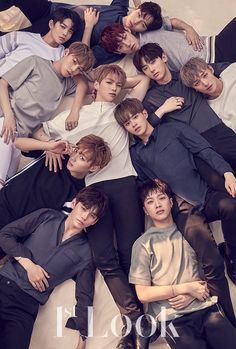 Look - Wanna One Kang Daniel - Park Jihoon - Lee Daehwi - Ong Seongwoo - Kim Jaehwan - Park Woojin - Lai Guanlin - Yoon Jisung - Hwang Minhyun - Bae Jinyoung - Ha Sungwoon Korean Boy Bands, South Korean Boy Band, Korean Guys, Korean Idols, Korean Actors, Jinyoung, K Pop, Idol 3, Oppa Gangnam Style