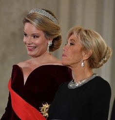 Queen Mathilde of Belgium and First Lady of France Brigitte pose for the official photo prior to the State Banquet on the first day of the French Presidential State Visit to Belgium in the Royal. Get premium, high resolution news photos at Getty Images Brigitte Macron, French President, Emmanuel Macron, Queen Dress, Royal Jewelry, Royal House, Celebs, Celebrities, Rey