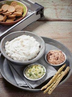 Κλασική τυροσαλάτα με δύο παραλλαγές - www.olivemagazine.gr Breakfast Snacks, Appetizer Dips, Greek Recipes, Salad Dressing, Salads, Food And Drink, Rice, Yummy Food, Salad