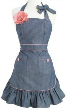 denim apron — oh what fun denim apron — oh what fun Pin: 171 x 320 Jean Apron, Diy Wedding Food, Diy Vetement, Apron Designs, Cute Aprons, Aprons Vintage, Retro Vintage, Retro Apron, Sewing Aprons