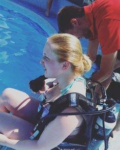 Ich hab da mal was ausprobiert  Man war ich vorher aufgeregt... Ob ich mich jetzt zum #Tauchen auch ins adriatische #Meer zu den #Fischen traue?  #mut #angstüberwunden #aufgeregt #ungewohnt #toll #tiefunterwasser #aufhohersee #unbelievable #wow #ausrüstung #AIDA #AIDAbella #aidacruises #kreuzfahrt #urlaub #reiseblog #travel #reisen