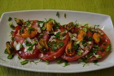 Ensalada con mejillones. Tomato mussels salad. Healthy fast food. http://enmilbatallas.com/2011/09/27/ensalada-con-mejillones/