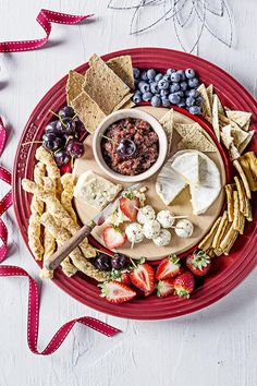 Cheeseboard with Cherry and Chorizo Jam - Le Creuset Recipes Party Platters, Cheese Platters, Serving Platters, Tapas Recipes, Easy Dinner Recipes, Appetizer Recipes, Wooden Platters, Spanish Dishes, Weekday Meals