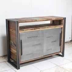 Buffet deux portes coulissantes - Oeuvre originale - Pièce unique n°ED196.01 Plateau en bois de bateaux recyclé, structure en fer patiné. Chaque meuble est unique et numéroté. Nous sélectionnons les plus beaux meubles, les photographions dans l'atelier (d'où le décor rustique) et en assurons la traçabilité jusqu'à chez vous. >>Retrouvez nos autres meubles TV en bois métal / numérotés pièces uniques séries limitées       NEO ou l'art du recyclage    D'où vient le bois utilisé ?