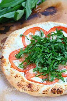 Пица с домати и левурда