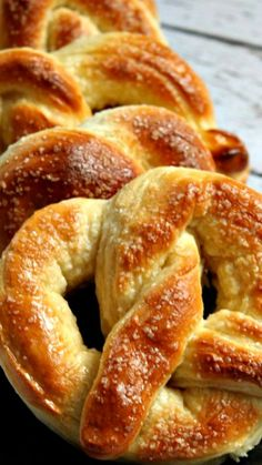 bread recipes homemade / bread recipes & bread recipes homemade & bread recipes easy & bread recipes easy no yeast & bread recipes homemade easy & bread recipes no yeast & bread recipes without yeast & bread recipes artisan Homemade Soft Pretzels, Easy Homemade Bread, How To Make Pretzels, Desserts Homemade, Homemade Bread Without Yeast, Homemade Breadsticks, Homemade French Bread, Homemade Sandwich, Homemade Bagels
