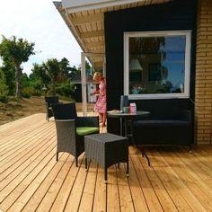 Ny terrasse i sommerhuset - drømmer jeg, eller er jeg vågen? | nogetiovnen.dk Outdoor Decor, Home Decor, Terrace, Interior Design, Home Interior Design, Home Decoration, Decoration Home, Interior Decorating