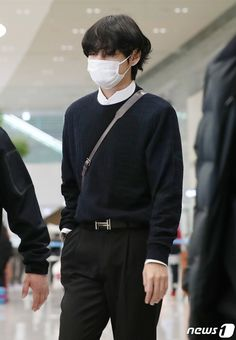 Bts Airport, Airport Style, Kpop Fashion, Korean Fashion, Airport Fashion, Bts Kim, Bts Clothing, Bts Inspired Outfits, V Taehyung
