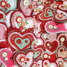 Boy oh boy! Sorry I've been missing for a bit but my fingers have been stitching like crazy. A while back I posted a few felt hearts that . Valentines Day Hearts, Valentine Day Crafts, Valentine Decorations, Holiday Crafts, My Funny Valentine, Vintage Valentines, Fabric Hearts, Felt Embroidery, Heart Crafts