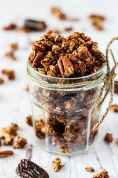Enjoy the warming flavors in this chunky Chai Spice Granola! It's full of oats & nuts without oil, plus it's completely date-sweetened. Fall Breakfast, Breakfast On The Go, Breakfast Recipes, Second Breakfast, Vegan Breakfast, Breakfast Ideas, Chai Recipe, Ice Cream Toppings, Raw Food Recipes