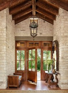 Mediterranean home with inviting design style in Austin - This gorgeous Mediterranean style house by Ryan Street & Associates is located in the Estates on Stratford Mountain, just west of downtown Austin, Texas. Style Toscan, Style At Home, Houses In Austin, Austin House, Design Exterior, Exterior Homes, Mediterranean Style Homes, Mediterranean Architecture, Wood Architecture