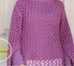 A loose, lacey knitted summer top is great for the beach, or a summer evening. Loom Knitting, Knitting Patterns Free, Knit Patterns, Free Knitting, Top Pattern, Free Pattern, Summer Sweaters, Beach Tops, Summer Tops