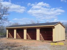 Could have several blocks of these style sheds. Labeled by letter and number. Boarder horses can be assigned a slot, such as A (barn block) 3 (pen number) or Have the barn and pen number above every pen overhang. Horse Shelter, Horse Stables, Horse Farms, Small Horse Barns, Horse Barn Designs, Loafing Shed, Barn Stalls, Horse Barn Plans, Run In Shed