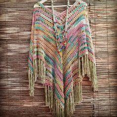 http://bo-m.blogspot.com.br/ Poncho, chale em crochê                                                                                                                                                      Mais