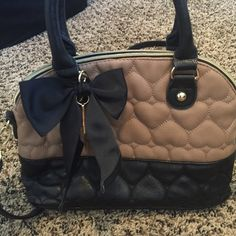 Betsey Johnson cross body bag Betsey Johnson tan and brown cross body bag with heart pattern and bow Betsey Johnson Bags Crossbody Bags