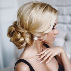 A classic #hairstyle look, perfect for any #bride   #CristianoLucci #WeddingDay #Bride #Bridal #bridetobe #bridalshopping #wedding #weddingdress #cristianoluccibridal