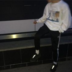 where tf can i get that dope ass shirt? Aesthetic Boy, Bts Aesthetic Pictures, White Aesthetic, Aesthetic Grunge, Boy Photography Poses, Girl Photo Poses, Bad Boys, Cute Boys, Rafael Miller