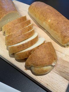 Bezlepková veka | Bez lepku Vegan Baking Recipes, Healthy Recipes, Hot Dog Buns, Hot Dogs, Bread And Pastries, Gluten Free, Food, Cupcake, Recipes