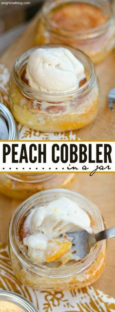If you love peach cobbler, you're going to LOVE this Easy Peach Cobbler in a Jar! Just 5 ingredients! If you love Peach Cobbler, you're going to LOVE this Easy Peach Cobbler in a Jar! Just 5 ingredients! Mason Jar Desserts, Mason Jar Meals, Meals In A Jar, Köstliche Desserts, Delicious Desserts, Mason Jars, Dessert Recipes, Yummy Food, Wedding Desserts