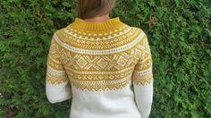 Marius genser (S) Sennep/ivory Hand Knitted Sweaters, Sweater Knitting Patterns, Fair Isle Knitting, Free Knitting, Norwegian Knitting, Icelandic Sweaters, Cute Fashion, Knitting Projects, Knitwear