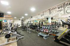 Desenhamos este Espaço para musculação com piso emborrachado especial para a atividade.