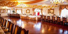 Organizacja wesela - sprawdź ile możesz wydać na swoją uroczystość. W tym artykule opiszemy ile wydasz na poszczególne elementy twojego wesela. Table Decorations, Furniture, Home Decor, Homemade Home Decor, Home Furnishings, Decoration Home, Arredamento, Dinner Table Decorations, Interior Decorating