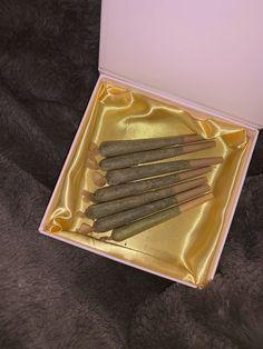 Good Life Kanye, Thug Girl, Smoke Out, Weed Humor, Puff And Pass, Bullet Journal Books, Smoking Weed, Me Time, Cannabis