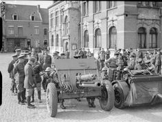 BRITISH ARMY FRANCE 1940 (F 3973) An 18-pdr gun being inspected by General Georges and senior officers of the French and British armies at Orchies, 23 April 1940.