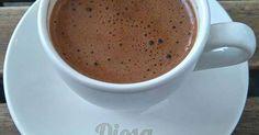 Fabulosa receta para Café Turco (Turkish Coffee). El café turco, símbolo de hospitalidad, amistad y esparcimiento  Este cafe Se prepara en un ibrik, también son llamados cezves., una pequeña cafetera que se calienta a fuego directo. En este paso se le agrega azúcar durante el proceso de hervir, no después, esto ayuda a que posteriormente no se le pongan cucharadas de azúcar.  La Organización de las Naciones Unidas para la Educación, la Ciencia y la Cultura (UNESCO) incorporó en la lista en…