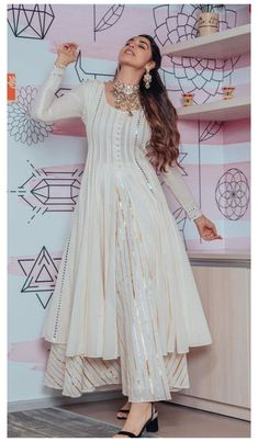 Party Wear Indian Dresses, Designer Party Wear Dresses, Pakistani Dresses Casual, Indian Gowns Dresses, Kurti Designs Party Wear, Indian Fashion Dresses, Dress Indian Style, Pakistani Dress Design, Indian Wedding Outfits