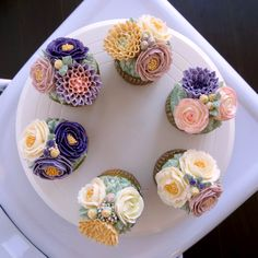 +Greentea flower buttercream cupcake for boyfriend's birthday/Birthday cake/butter cream cake/cupcake decorating tips ... made by SPECIAL MOMENT