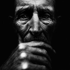 Lee Jeffries - Street Photography - Faces of Homeless People Chiaroscuro Photography, Dark Photography, Amazing Photography, Portrait Photography, Street Photography People, Lee Jeffries, Black And White Portraits, Black White Photos, Street Portrait