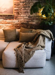 Linnen textiel met een mosgroene kleur. #textiel #accessoires #interieur