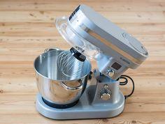 Die Firma Klarstein hat ein großes Sortiment an verschiedenen Küchen- und Haushaltsgeräten, die ein sehr modernes Design haben und einfach zu bedienen sind.