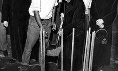 Construído o conjunto habitacional Cruzada São Sebastião 08/11/1955 - Dom Helder Câmara lançando a padra fundamental da Cruzada São Sebastião.