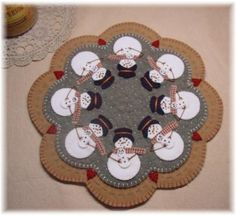 Snowmoms Penny Rug Candle Mat PDF E-Pattern @ pennylaneprims on etsy -- $4.50