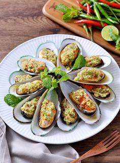 Thai Recipes, Cooking Recipes, Eat Thai, Thai Dishes, Dessert Recipes, Desserts, Zucchini, Seafood, Yummy Food