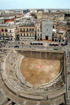 Roman amphitheater in Lecce, Puglia #Italy | Get travel tips -> www.gadders.eu/destination/place/Lecce