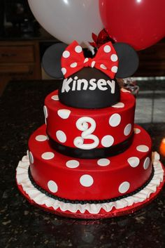 Minnie Mouse Cake.. probably gonna do this sense I am going to DisneyLand for my 20th :)