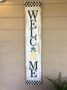 Welcome sign with pineapple