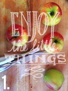 Die Schaubude ---Guter Stoff in Form gebracht--- Burlap Wreath, Tricks, Neon Signs, Fruit, Blog, Bowl Of Fruit, Fruit And Veg, Apple, Burlap Garland