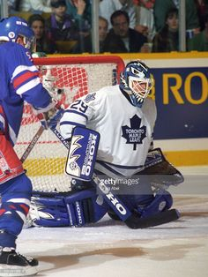 felix-potvin-of-toronto-maple-leafs-stops-a-shot-against-the-new-york-picture-id832491988 (768×1024)