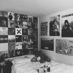 I need my room like this omg m y r o o m grunge bedroom, bedroom decor, gru Tumblr Bedroom, Tumblr Rooms, Dream Rooms, Dream Bedroom, Bedroom Black, Girls Bedroom, Emo Room, Punk Room, Grunge Bedroom