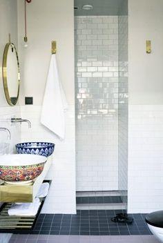 Kelly Green: An Unexpected Bathroom.