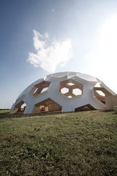 Roskilde Dome 2012 by Kristoffer Tejlgaard & Benny Jepsen Dome Structure, Building Structure, Futuristic Architecture, Architecture Details, Contemporary Architecture, Geodesic Dome Homes, Dome Tent, Football Design, Dome House