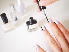 Oooo...black and white nail action. Muy elegante!