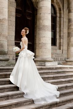 無敵シルエット♡王道エレガントな花嫁姿をつくるなら、やっぱりウェディングドレスは『Aライン』です!にて紹介している画像 Stunning Wedding Dresses, Classic Wedding Dress, White Wedding Dresses, Beautiful Gowns, Bridal Dresses, Weeding Dress, Dresses Short, Bridal Collection, Bridal Style